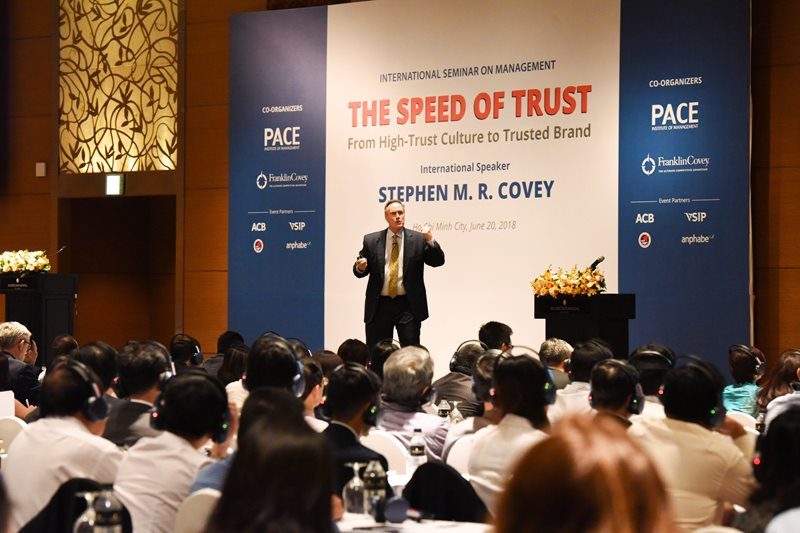 Stephen_MR_Covey_the_speed_of_trust_Franklincovey2.jpg